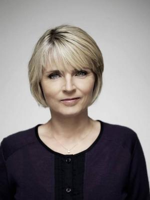 Den insiktsfulla samhällsanalyserande litteraturen och tv-dramaturgin kommer från Danmark just nu. Hanne-Vibeke Holst är den klart mest lysande stjärnan som får oss att förstå att politiker är människor.