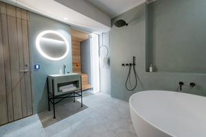 Den populära spa-delen. Hans Eek har skapat en varm och en kall del i det nya ishotellet. I lyxsviterna har gästerna tillgång till ett varmt badrum, vilket röner uppskattning.