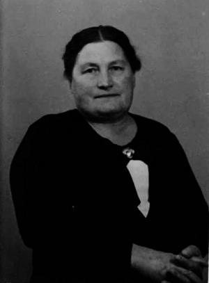 Lisa Sundqvist, Maths O Sundqvists farmor, en föregångare för entreprenörs andan i släkten.