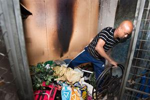 Drabbad. I förrådet, som Said Hassan och hans fru har, började det brinna natten till fredagen. Bland annat förstördes barnlkäder och en tv.