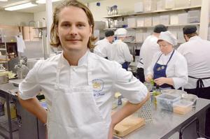 Årets kock på Loka brunn. Filip Fastén har satt ihop en meny med bas i olika tävlingsrätter som han har komponerat.