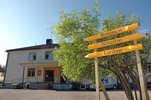 """RINGER IN. På lördag ringer det in på Älvboda friskola i Skutskär. De tre skolbyggnaderna har fått namnen """"Romanen"""", """"Lyriken"""" och """"Novellen""""."""
