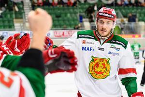 John Persson efter ett av sina tre mål.