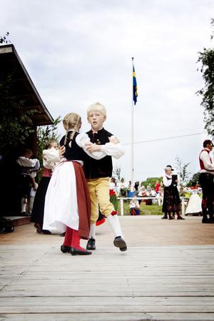 Viktor och Klara Björklind dansade sin andra Hälsingehambo. De kommer hela vägen från Stockholm och berättar att de siktar på att vinna stora Hälsingehambon i framtiden.