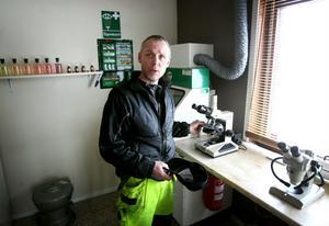 Thomas Strand är förvånad över att informationen om asbest till allmänheten är så dålig.