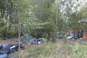 Senast i maj måste EU-migranterna lämna sina läger och bosätta sig på lagliga platser.