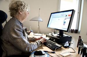Ewa Wirén anser att kommentarerna på nätet fyller en viktig demokratisk funktion.
