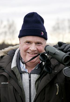 """""""En ny art är alltid spännande. I kväll blir det champagne"""", säger Lars Davner, som sett 447 av de drygt 500 arter som siktats i Sverige."""