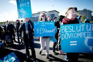 Manifestation för Kattungens förskola. För en vecka sedan hölls en demonstration mot den planerade flytten av Kattungens förskola från Birgittaskolan till Klockarängens förskola i Lillån. Men politikernas beslut ligger fast.