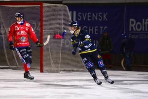 Micke Pettersson till höger blev tvåmålsskytt när Falu BS besegrade UNIK.