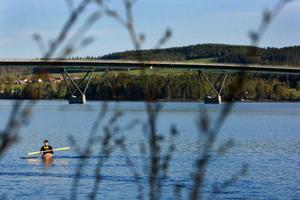 I sommar kan man hyra kajaker eller kanot i centrala Östersund för att se staden från sjösidan. Foto: Håkan Luthman