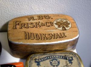 En snusburk från AB Frisk & Co. som knappt har en repa i lacken.