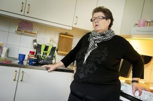 Efter ett 35 år långt och tungt missbruk så har Agneta Landfors varit ren i snart 13 år. Nu jobbar hon och bidrar till samhället. Men nu riskerar kommunens senaste nedskärningar att drabba henne och andra Örnsköldsviksbor också som lyckats bli drogfria.