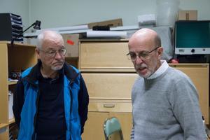 Edvard Ruin och Ingje Karlsson är två av de medlemmar som arbetar med arkiveringen av plåtarna.