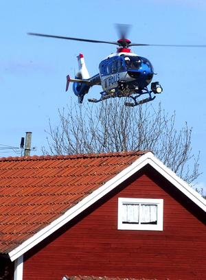 Letade från luften. En polishelikopter från Stockholm sökte både på tisdagen och onsdagen efter den saknade 19-åringen.