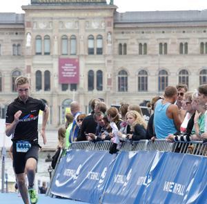 Två år efter att han fick en ny njure inopererad är Linus Schånberg i sitt livs bästa form och genomförde årets Stockholm triathlon på en mycket bra tid.