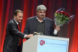 Stefan Löfven med sin företrädare som partiledare för Socialdemokraterna, Håkan Juholt.