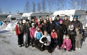 Det här gänget sportlovsfirare kom från Oppala, Björke och Hille. Nu fanns det förstås fler Gävlebor vid slalombacken och fler kommer under helgen.
