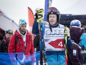 Victor Öhling Norberg ställer inte upp i världscuptävlingarna in Innichen utan stannar istället på sjukhuset med flickvännen Anna Holmlund.
