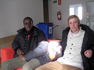 Girondel Bimana och Gabriel Fredriksson vid Göranssonska skolan är en del av företaget Hand Care UF som tillverkar behållare för handspritsflaskor.