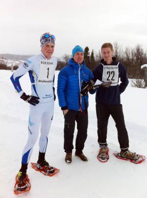 Magnus Myhr, Bruksvallarna, i mitten, tillsammans med segrarna i herr respektive juniorklassen, Magnus Jensen och Gustaf Blomquist,