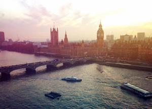 Vy över floden Themsen.