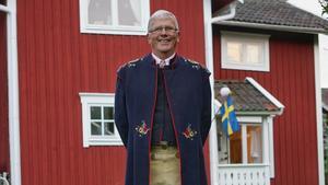 Prästen Sture Lundqvist berättar om handlingen i Himlaspelet. Han berättar på Bruksmuseet nu på tisdag.