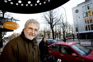 """Vill hellre odla tulpaner. Olav Sandström vill inte jobba längre än till 65. Men han tycker att det är bra att valmöjligheten finns.  """"Jag vill gärna                     göra något annat. Resa, eller odla tulpaner, kanske starta en blogg. Men det är bra att möjligheten finns för dom som har lusten och orken kvar, säger Olav Sandström, 61 år."""