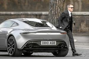 Än så länge är detta sinnebilden av en spion, Daniel Craig i Rom vid inspelningen av nästa Bond-film. Men i framtiden kanske spjutspetsagenterna bör vara av helt annat slag?