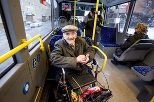 Kjell Wallin åker dagligen med X-trafik. Han tycker att kollektivtrafiken håller hög kvalitet och tycker att busschaufförerna har ett bra bemötande.