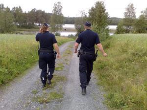 Polisen söker efter den försvunne mannen.