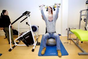 Kalle Gullberg på Länsstyrelsen har fått hjälp av personliga tränaren Rebecca Söderström för att komma i form.