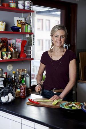 Liselotte Forslin utvecklar recept och skriver kokböcker.   Foto: Emma Eriksson