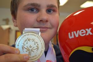 Johnatan Öjerteg, Borlänge, vann guld i slalom i Special Olympics som avgjordes i Österrike i förra veckan.
