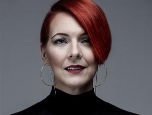 Författaren Madeleine Bäck, uppvuxen i Storvik, aktuell med ny gästrikerysare.