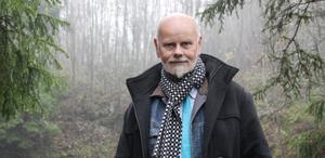 Författaren. Carl-Axel Eriksson följer upp debuten med nya mörka händelser från Norberg.