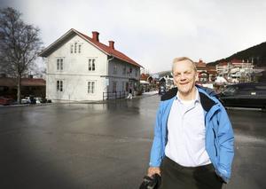 Åregården, Grand hotell och Sporthotellet ägdes fram till början av 1970-talet av familjen Widlund. Nu har Tom Widlunds skildrat Åres utveckling i en personligt skriven bok.