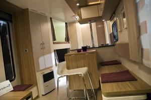 Etta med kokvrå? Så vill försäljaren av Knaus Lifstyle 560 LK beskriva den ungdomligt inredda husvagnen. Den kostar från 240 000 kronor.
