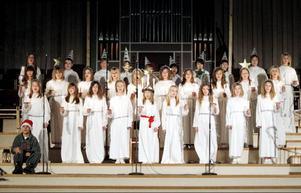 Det är årskurs 5 vid Norra skolan som har hand om luciafirandet varje år. I år var de närmare 40 elever som sjöng lucia- och julsånger.