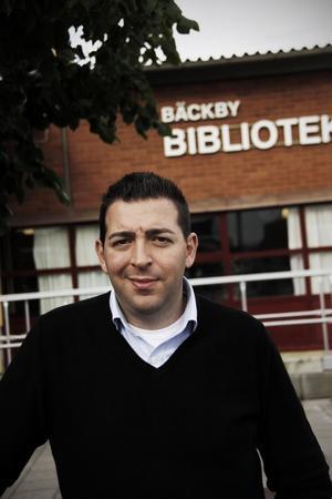 Vill ha ett tryggt Bäckby. Roger Haddad (FP) kämpar hårt för övervakningskameror. Foto: Daniel Gustafsson