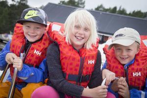 Matilda, Felix och Jakob Nillbrand-Palm var några av besökarna när Stenö båtklubb firade 50 år. –Tipsrundan var rolig, tyckte de.