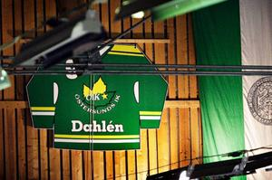 Det är en tröja av papp. Enligt marknadsansvarige Kjell-Åke Andersson kommer det upp en tröja av ett annat material i den nya Arenan vad det lider.