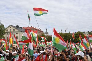 Förra helgen samlades svensk-kurder på Medborgarplatsen i Stockholm för att visa sitt stöd för ett självständigt Kurdistan.