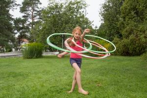 Sjuåriga Michelle älskar att dansa med rockring.