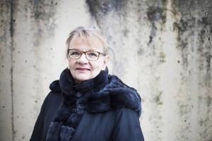 Författaren Aino Trosell är just nu ute på en biblioteksturné för att prata om nya boken