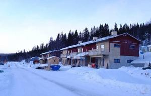 Bydalenfjällen är i stort behov av nya varma bäddar och det byggs för fullt både i Bydalen och i Höglekardalen. Två nybyggda lägenhetshus står klara strax väster om värdshuset.