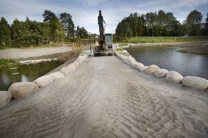 Det var mycket lera på platsen och grävmaskinen har gått varm det senaste året.