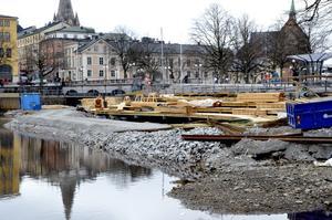 Ny stadsvy. Ett soldäck och en fisktrappa byggs utanför Slottet.BILD: ANDERS ERKMAN
