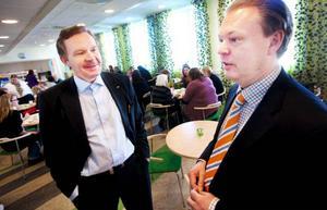 Efter kommunens stora flytt av socialtjänsten är det mesta på plats nu. Socialchef Dan Osterling och ekonomi-chefen Mikael Hedström i nya lunchrummet när det var öppet hus i går.