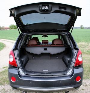 Systerbilen Chevrolet Captiva har plats för sju åkande medan Opel Antara i stället har ett rejält lastutrymme.